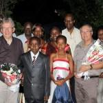Accueil par les enfants à l'aéroport de Bujumbura