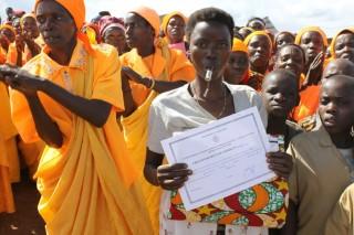 Les femmes alphabétisées fières de leur diplôme