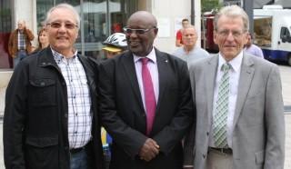Les trois représentants de la coopération trpartite (de gauche à droite : Chambéry, Bisoro, Albstadt