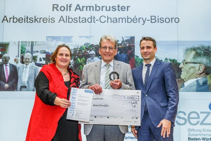 Mme Muhterem Aras, Présidente du Landtag, Rolf Armbruster, M. Philipp Keil, directeur de la SEZ