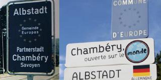 Panneaux des jumelages à Albstadt et à Chambéry