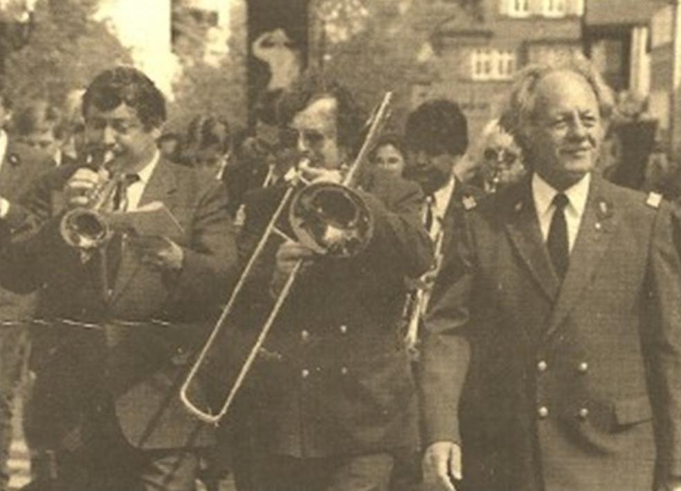 L'Harmonie Municipale de Chambéry avec à sa tête Serge Herlin défilant dans les rues d'Albstadt, en 1975